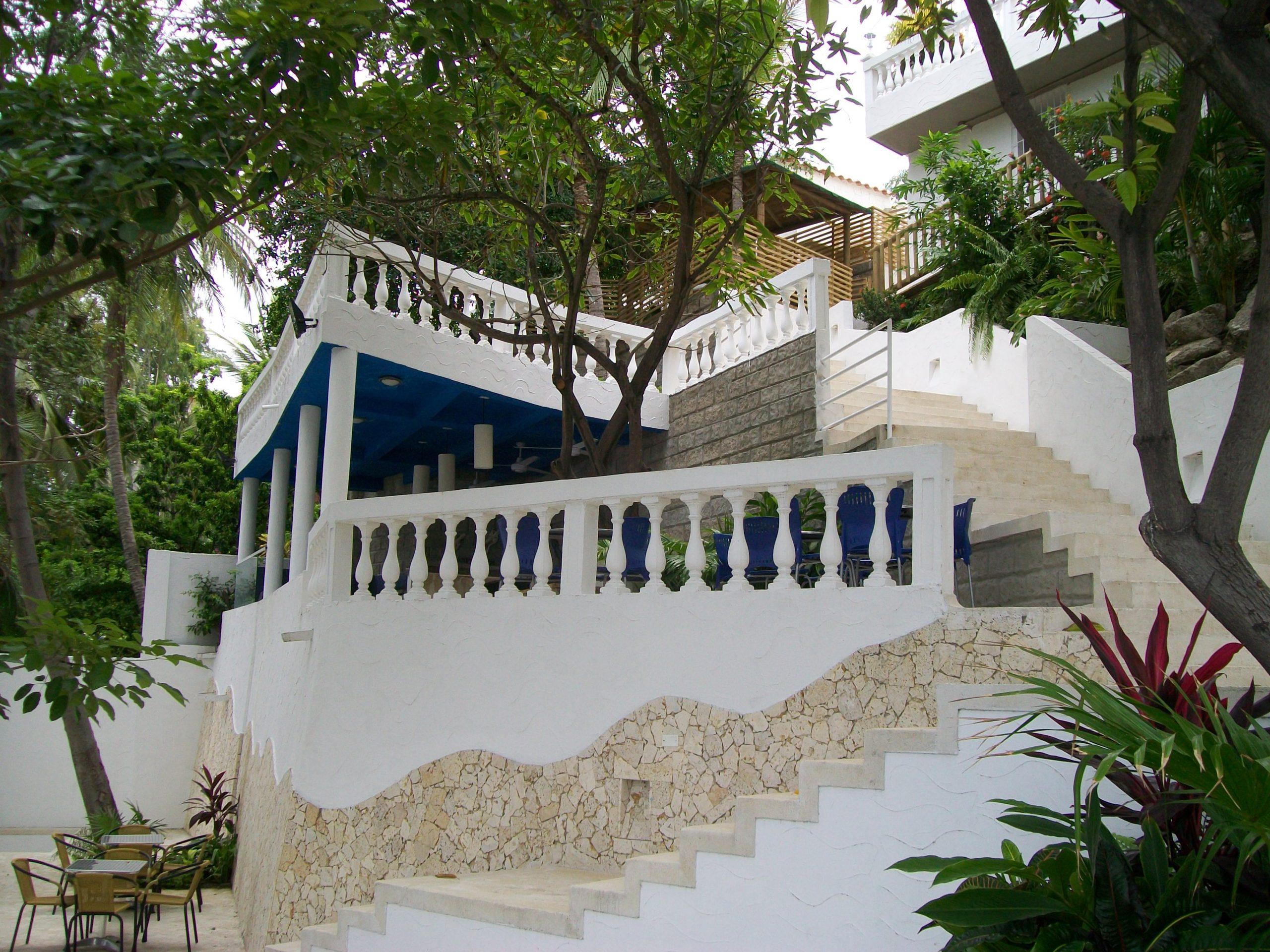 Escaleras a Club de playa Villas del Mar
